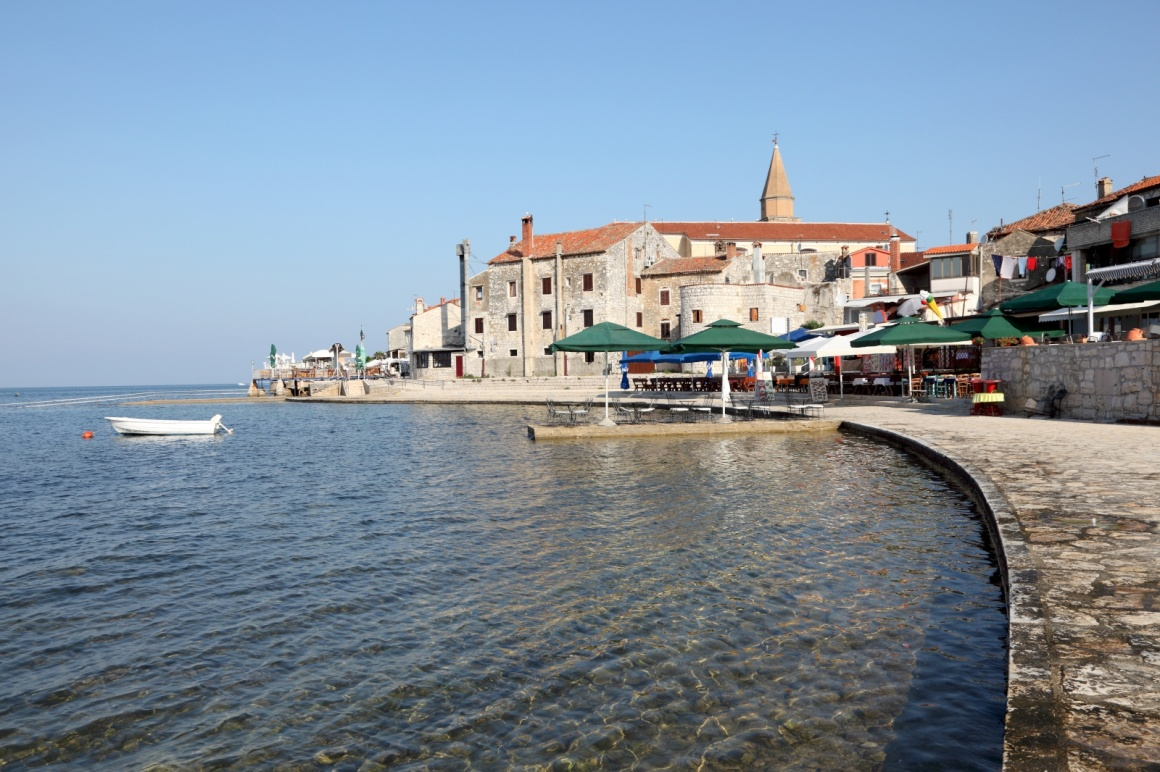 'Promenade in Croatian town Umag at the Adriatic Sea' - Istria